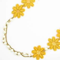Подвеска№1624 желтые тканевые цветы на длинной цепочке с мелкими хрусталиками.