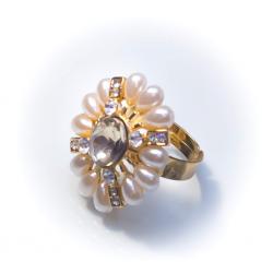 Кольцо с жемчужинами с белым камнем № 43