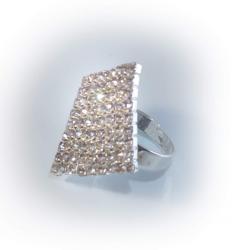 кольцо белое со стразами № 67