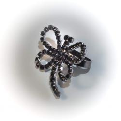 Кольцо черный металл с черными стразами № 108