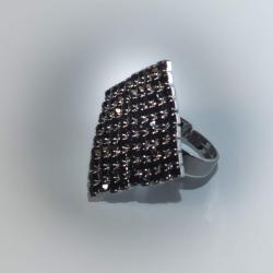 Кольцо с черными стразами № 113