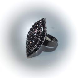 Кольцо с черыми стразами №115