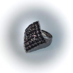 Кольцо с черными стразами № 116