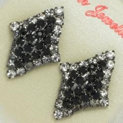 Серьги№104 ромбик с черными и белыми камнями