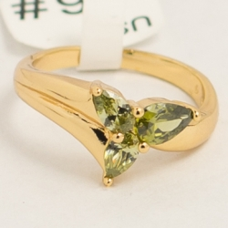 Кольцо Xuping№56 цветок из трех яблочных цирконов.