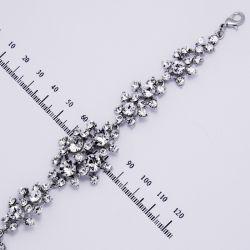 Браслет№898 оптом ажурный с белыми стразами дорожкой на металле под серебро