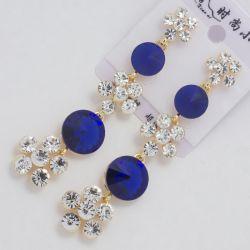 Серьги№1580 синие стразы с цветочками из белых страз опт