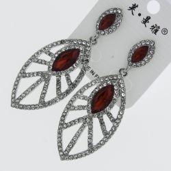 Серьги№1725 оптом красные стразы маркизами на белом овале с белыми сразами