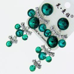 Серьги№1724 оптом зеленые круглые стразы висюльками на металле под серебро