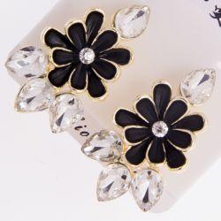 Гвоздики№87 оптом черные цветы с белыми каплями.