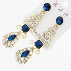 Серьги№1933 висюльки с синими стразами и белыми цирконами на металле под золото