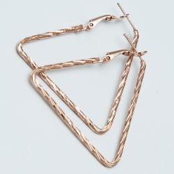 Серьги№1676А оптом цена за 12 шт треугольники под золото.