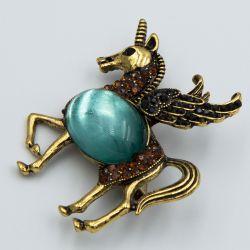 Брошь №690 оптом крылатая лошадь с камнями.