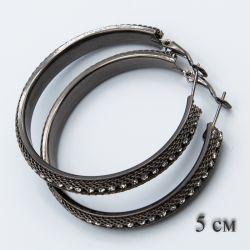 Серьги-кольца№1858 5 см оптом черного цвета с мелкими стразами.
