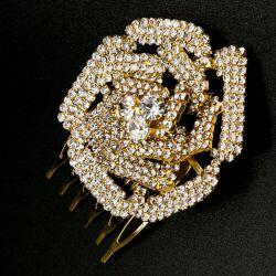 Украшение№163 для волос роза на металле под золото в белых стразах на расчесочке