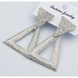 Серьги№2567 оптом треугольник на белом металле с белыми стразами у основания