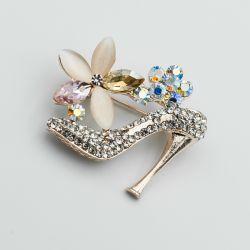 Брошь№64 в виде туфельки с цветочками в интернет магазине оптом.