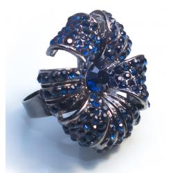 Кольцо цветок с темно-синими камнями№416
