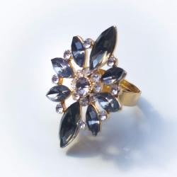 Кольцо желтый металл с серыми камнями № 40