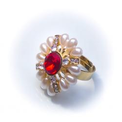 Кольцо с жемчужинами с красным камнем № 46