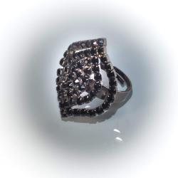 Кольцо с черными камнями № 112