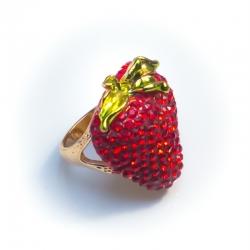 Кольцо№154 клубника с красными и зелеными стразами