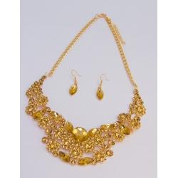 Колье-подвеска№877 с золотыми стразами на металле под золото с сержками