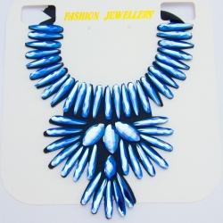 Подвеска№1010 голубые стразы на черной тканевой основе оригинальной формы