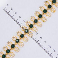 Браслет №594 бабочки с темно-зелеными цирконами на желтом металле.