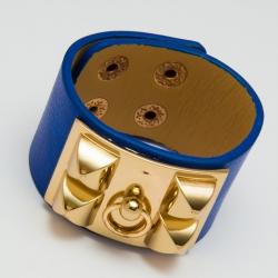 Браслет №628 со вставкой под золото на синей основе.