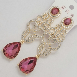 Серьги№1173 темно-розовый овальный камень висюлькой и ажурная сеточка под золото с белыми стразами